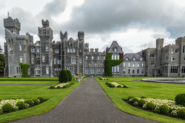 Trương Nhược Quân - Đường Nghệ Hân kết hôn tại lâu đài 700 tuổi ở Ireland?