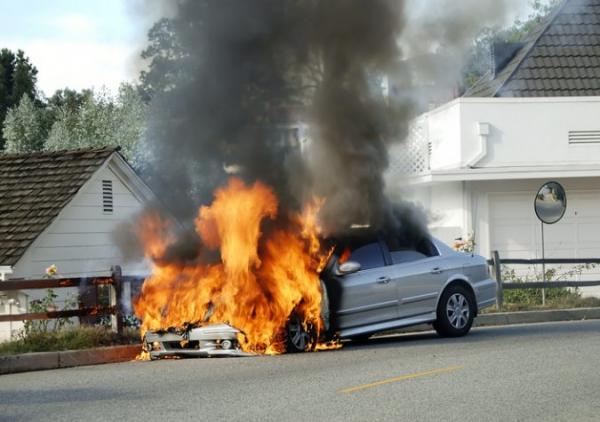 Thói quen để chai nước lọc trong xe và những nguy cơ tiềm ẩn khiến bạn phải giật mình