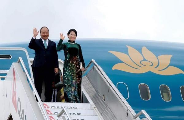 Cách Thủ tướng Nguyễn Xuân Phúc yêu vợ: Đi đâu cũng thắt cà vạt 'tone sur tone' với phu nhân