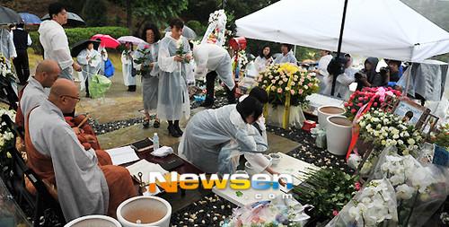 Dẫu Kbiz có bao nhiêu biến động, vẫn còn một So Ji Sub luôn nhớ tới ngày giỗ của Park Yong Ha
