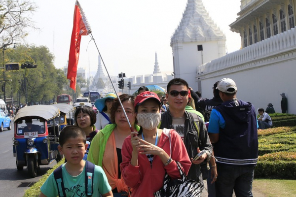 HDV du lịch Trung Quốc bị tước giấy phép sau khi ép khách chi tiền mua quà lưu niệm