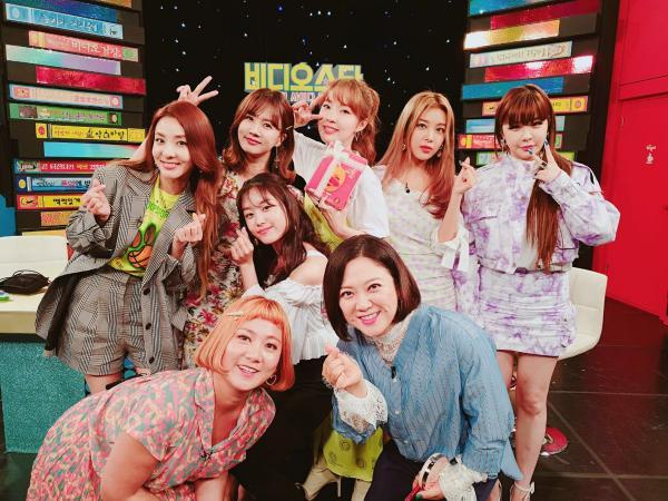 Thành viên của 2NE1 và Wonder Girls tiết lộ toàn bộ phương pháp hẹn hò bí mật trong giới idol