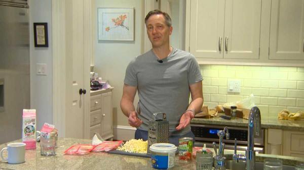 Cả nhà ăn thực phẩm hết hạn sử dụng để chứng minh ngày tháng in trên bao bì là vô nghĩa
