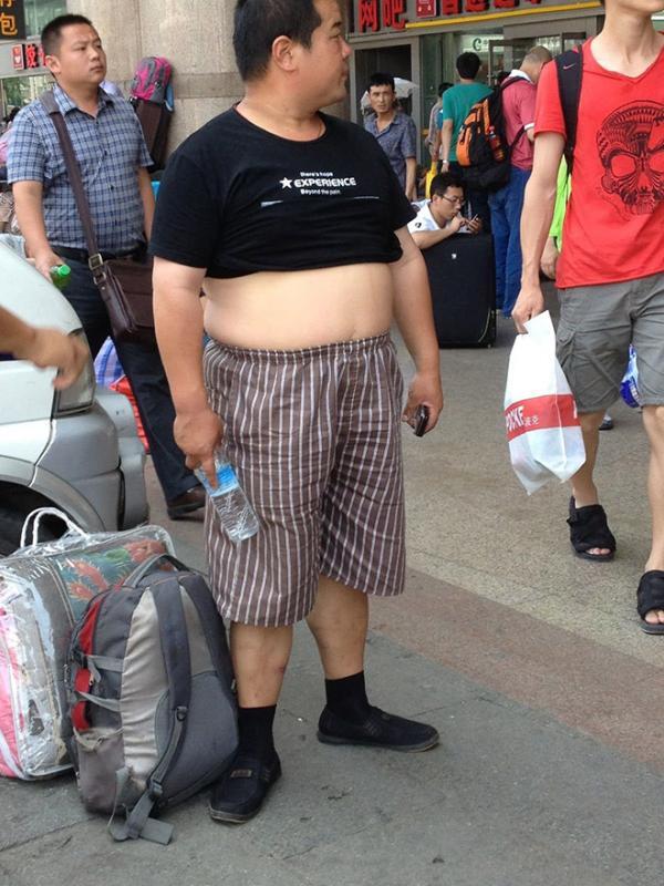 Thời tiết nóng nực ở Trung Quốc tạo nên phong cách ăn mặc mới: 'bikini Bắc Kinh'