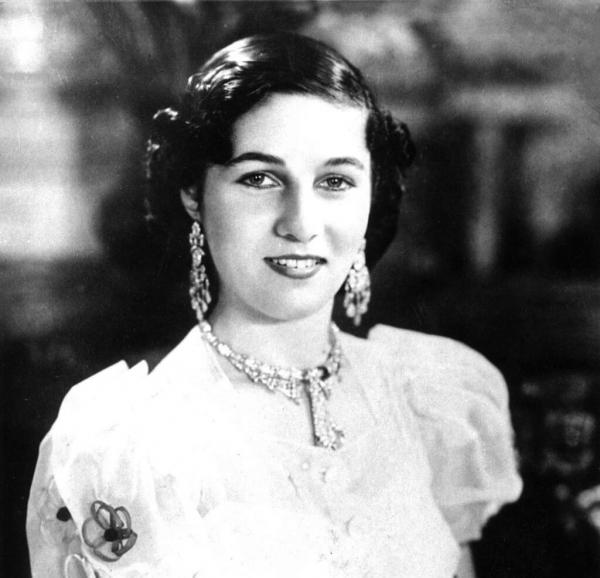 Vẻ đẹp sắc nước hương trời của 30 nàng dâu trong các gia tộc hoàng gia trên thế giới (P2)