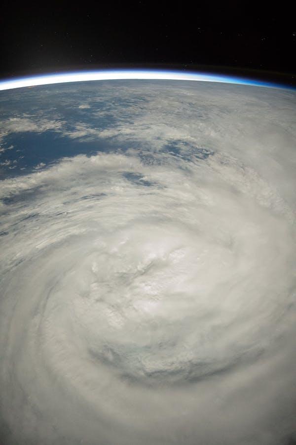 Đố quần chúng biết: Ai đã đặt tên cho... cơn bão?