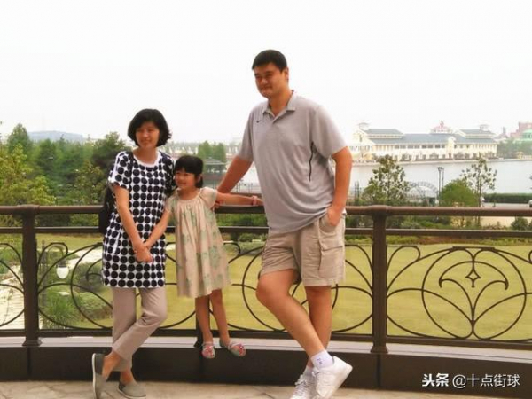 Con gái của 'huyền thoại meme' Yao Ming mới 8 tuổi đã cao... 1m6