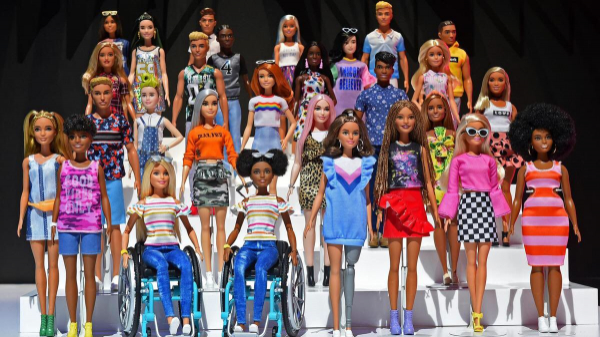 Công ty đồ chơi Mattel ra mắt búp bê Barbie da màu ngồi trên xe lăn