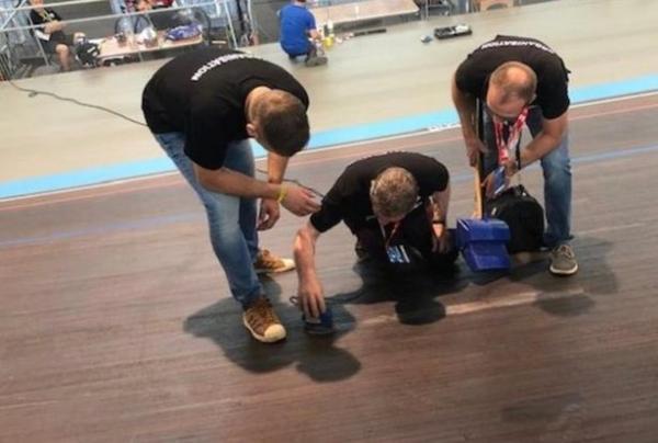 Tai nạn hy hữu trên đường đua khiến VĐV bị thanh gỗ đâm xuyên qua phổi