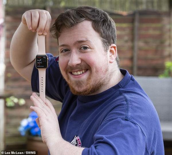 Cậu sinh viên may mắn được Apple Watch cứu sống nhờ những cảnh báo nhịp tim bất thường