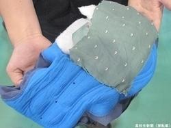 Bộ ba thiếu niên Nhật Bản phát minh quần lót giúp ngăn chặn mùi và tiếng xì hơi