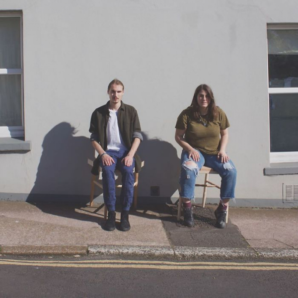 Chiếc ghế chống 'dạng chân' cho phái nam lần đầu tiên được ra đời