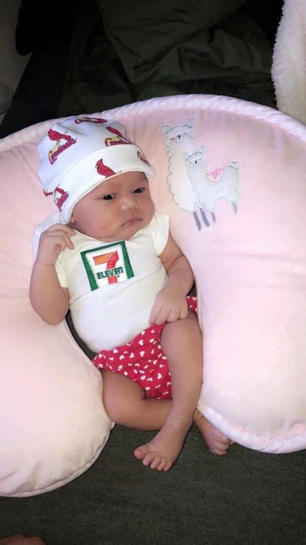 7-Eleven lập quỹ học bổng trị giá 7.111 USD cho em bé sinh vào ngày 11/7 lúc 7:11 tối