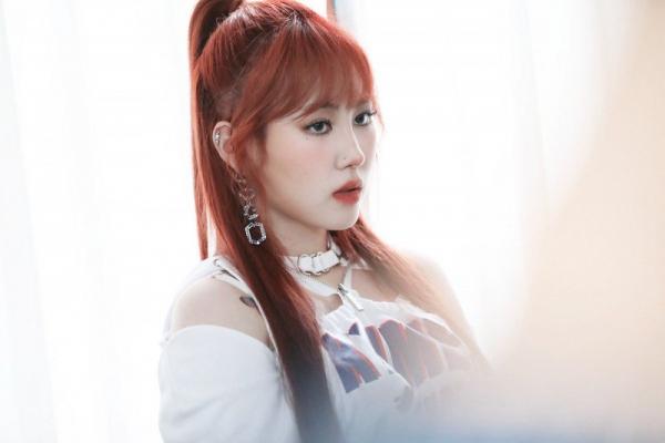 Giọng ca nữ đỉnh nhất JYP đáp trả cực gắt khi bị fan nhắn tin vòi tiền mua điện thoại