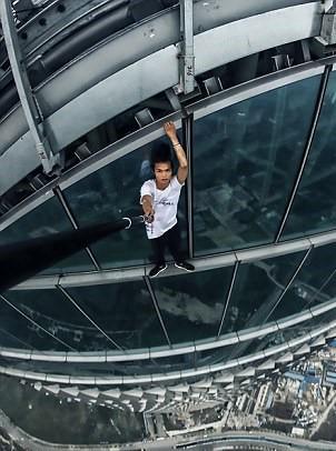 Vlogger Trung Quốc qua đời sau khi live stream cảnh ăn rắn rết và côn trùng độc hại