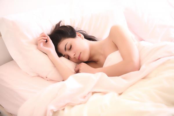 Khoa học chứng minh: Phụ nữ trằn trọc ba giờ mỗi đêm chỉ vì bạn đời của mình