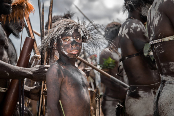 Lạ lùng tập tục cắt đứt ngón tay để chịu tang của bộ tộc Dani