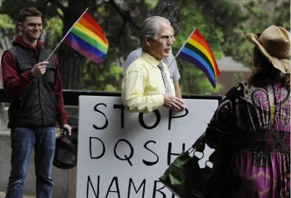 Lễ diễu hành tự hào dị tính - hành động 'cà khịa' giới LGBT+?