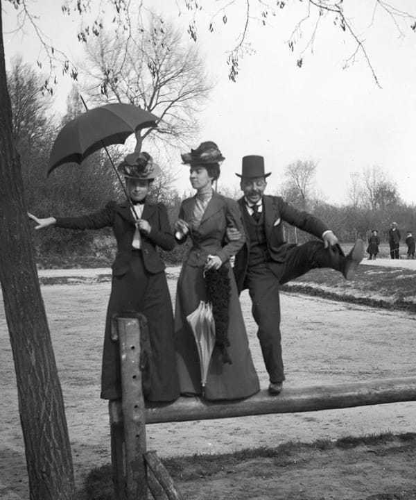 Bỏ túi 13 kiểu tạo dáng 'đẹp - độc – điên' đi trước thời đại của các tiền bối thời Victoria