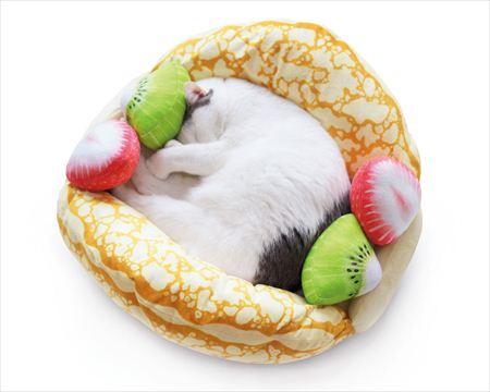 'Hoàng thượng' xứng đáng với chiếc giường trứng ốp đáng yêu như thế này