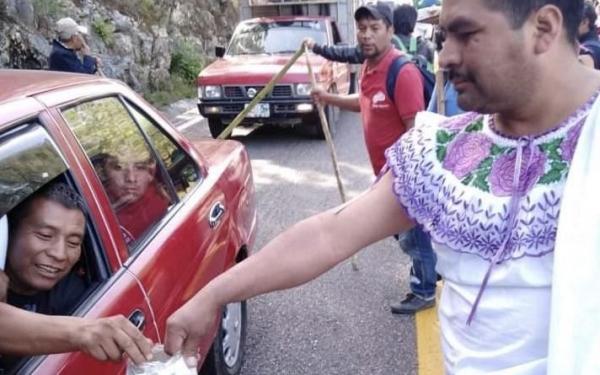 Thị trưởng Mexico phải mặc đồ phụ nữ diễu hành suốt 4 ngày vì thất hứa sau chiến dịch tranh cử
