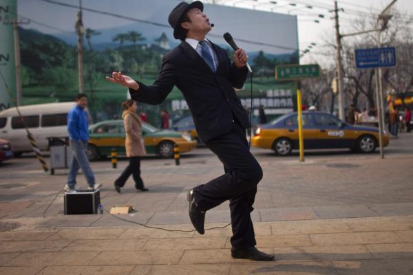 Liên tục hát 10 bài karaoke và ham lên nốt cao, một người đàn ông Trung Quốc bị chấn thương phổi