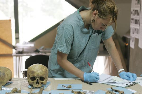 Những kiến thức rùng rợn mà một nhân viên khám nghiệm tử thi phải biết