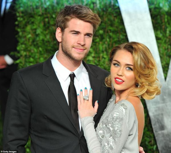 Rộ tin ly hôn Liam Hemsworth sau 7 tháng mặn nồng,  Miley Cyrus bị bắt gặp 'khóa môi' gái lạ