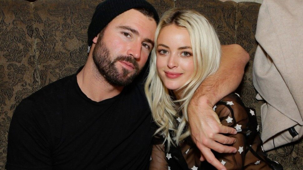 Bị chồng cũ của nhân tình đồng giới 'cà khịa', Miley Cyrus xéo xắt đáp trả