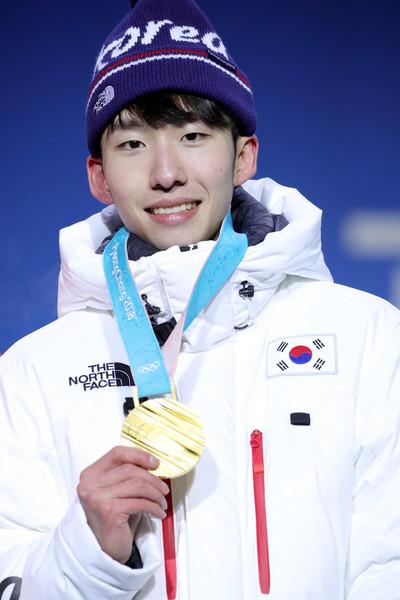 Nhà vô địch trượt băng tốc độ Hàn Quốc bị cấm thi đấu sau khi chơi... tụt quần đồng đội