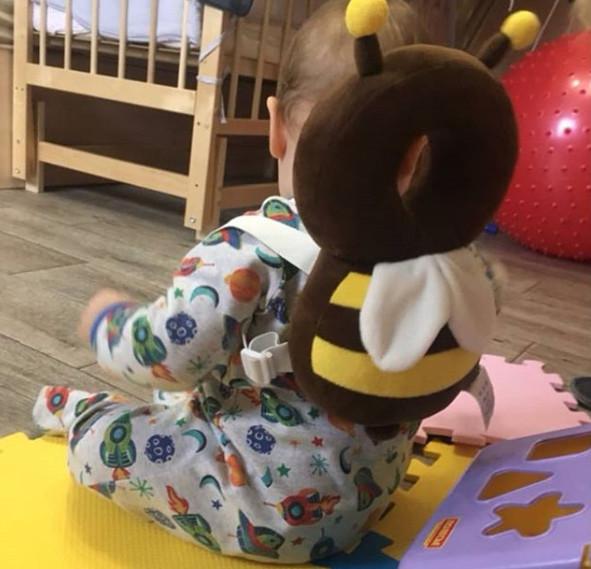 Ba lô hình con ong dễ thương này là bảo bối của các bà mẹ trẻ vì một lý do khó tin