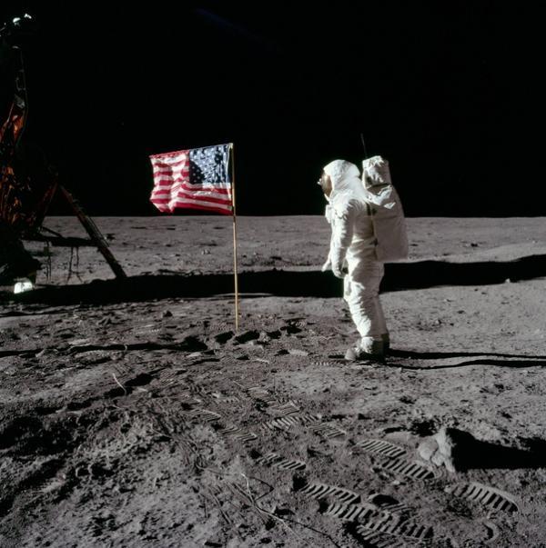 Liệu những nhiệm vụ Apollo có phải là cú lừa lớn từ chính phủ Mỹ?
