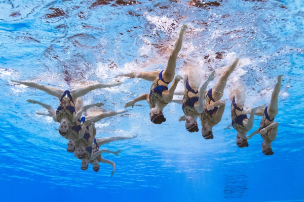 Những khoảnh khắc 'đều và đẹp xuất sắc' của bộ môn bơi nghệ thuật đồng đội