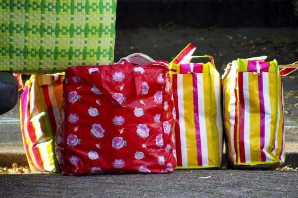 Nghiên cứu cho thấy: Nam giới ngại tái chế và tái sử dụng túi vì khiến họ trông như đồng tính