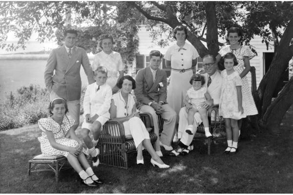 Cuộc đời bi kịch của Rosemary Kennedy - Từ em gái tổng thổng cho đến người con bị quên lãng