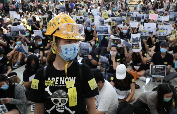 Người Hồng Kông bị cấm mua các sản phẩm phục vụ biểu tình trên web Trung Quốc
