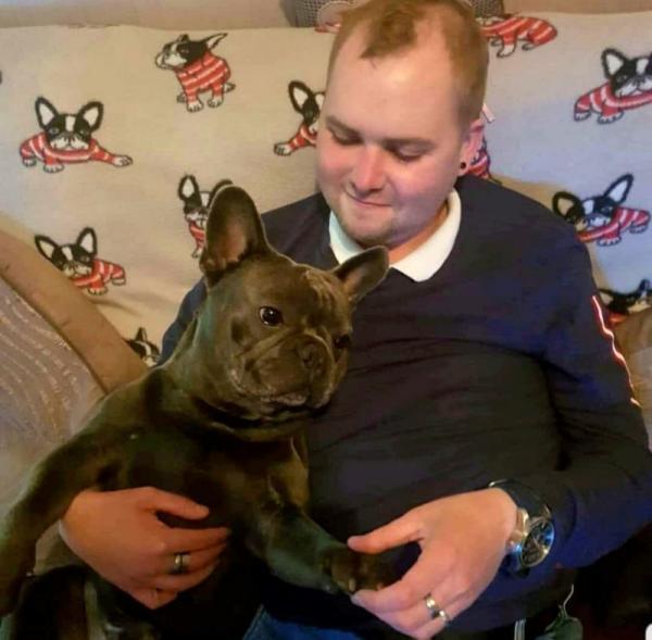 Chú chó trung thành qua đời 15 phút sau khi chủ nhân mắc bệnh ung thư não trút hơi thở cuối cùng