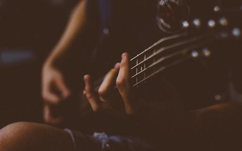 Đã tìm ra lý do vì sao càng buồn ta lại càng thích nghe thể loại nhạc 'đau đớn quằn quại'