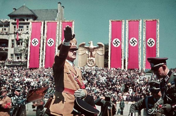 Đu quay ở Đức bị bắt dừng hoạt động vì thiết kế giống biểu tượng Đức Quốc Xã