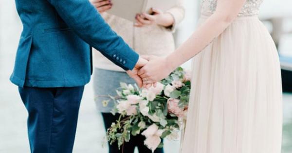 Tình huống khó xử: 'Có phải tôi đã sai khi bảo anh trai đừng mang bạn trai đến đám cưới của tôi?'