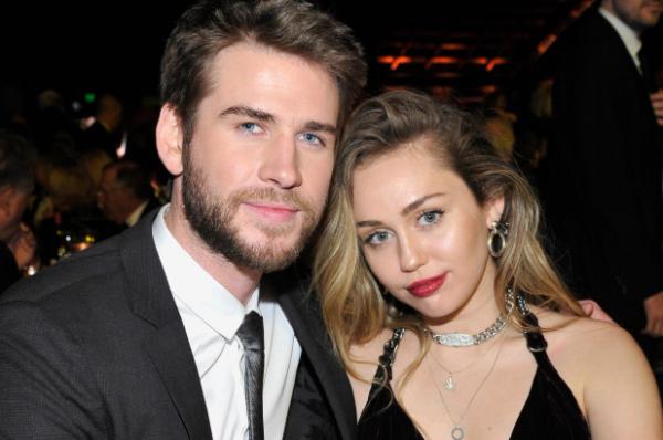 Giữa cơn bão ly hôn với Liam Hemsworth, hình xăm mới của Miley Cycrus có ẩn ý gì?