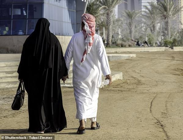 Người vợ giận dữ muốn ly hôn chồng vì cái tội thường làm việc nhà lại hay tặng quà cho vợ