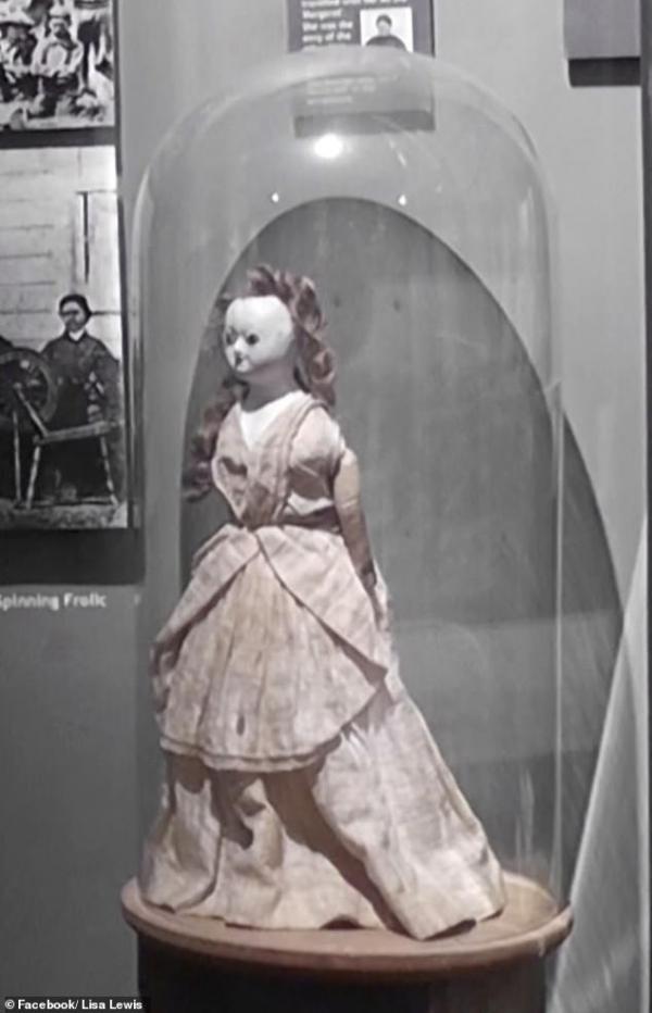 Búp bê 200 tuổi bị đánh cắp khỏi bảo tàng rồi quay về một cách bí ẩn