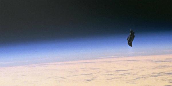 10 bức ảnh kỳ lạ cho đến giờ vẫn chưa có lời giải thích: Quý cô Babushka, kim tự tháp trên Mặt Trăng