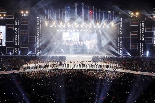 Những kiểu fan nước ngoài mà fan Hàn ghét cay ghét đắng: Thích thể hiện hay yêu idol quá mà thôi?