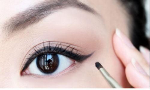 Mất cả đời vẫn không biết kẻ lông mày, chuyên gia makeup mách 5 mẹo tìm dáng lông mày chuẩn nhất