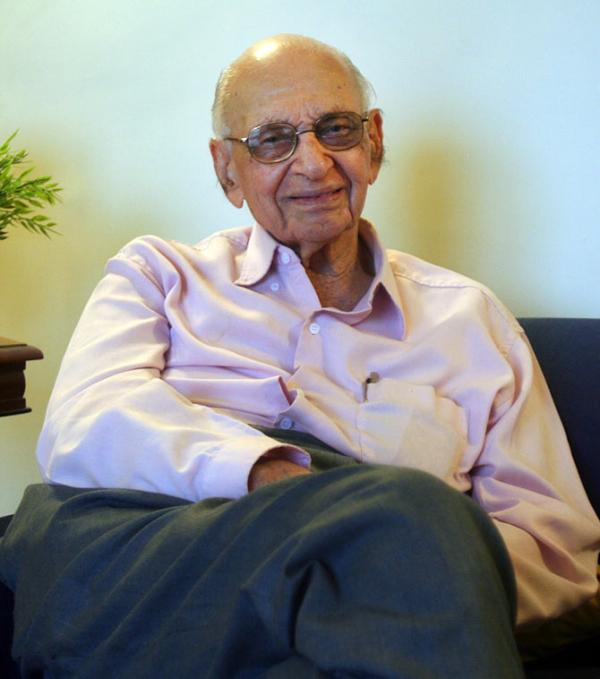 Mahinder Watsa: Nhà tình dục học 94 tuổi với những màn tư vấn cực gắt