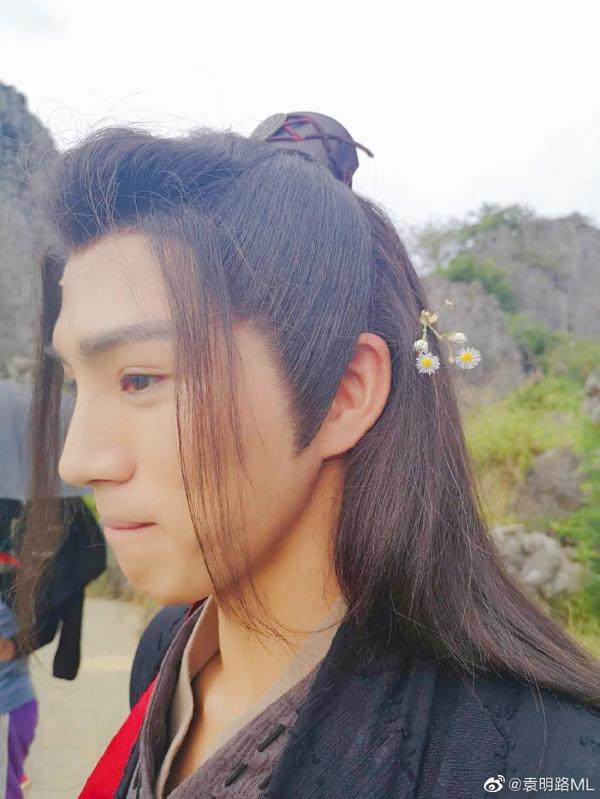 Nhan sắc thế thân bí ẩn của Tiêu Chiến và Vương Nhất Bác: Cao 1m83, đã đẹp trai lại còn nam tính