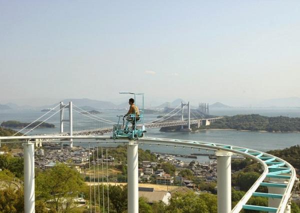 Sau tàu lượn siêu tốc, đạp xe trên không tại Nhật Bản là trò chơi mới không dành cho người yếu tim