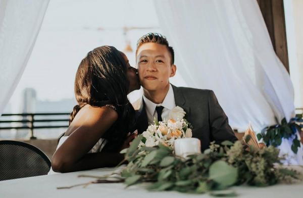 Chú rể châu Á tiết lộ bí quyết để bố mẹ anh chấp nhận một cô con dâu đến từ châu Phi
